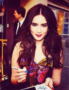 lily collins I REALLY WANNA MET HER