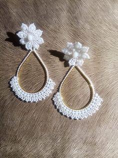 Bead Jewellery, Diy Jewelry, Beaded Jewelry, Jewelry Making, Tiny Stud Earrings, Bead Earrings, Beaded Earrings Patterns, Bead Embroidery Jewelry, Bead Weaving