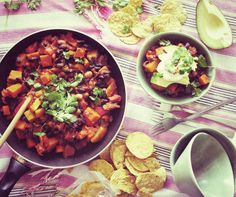 Mexican food: an investment? Vegetarian Chilli Con Carne, Vegan Vegetarian, Pumpkin Chilli, Mexican Food Recipes, Ethnic Recipes, Chana Masala, Sprouts, Avocado, Baking