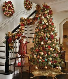 Cristhmas Tree Decorations Ideas : I love the idea of hanging wreaths on the wall going up the stairs. - Ask Christmas - Home of Christmas Inspiration & Deals Decoration Christmas, Noel Christmas, Christmas Tree Decorations, Christmas Hallway, Decorated Christmas Trees, Red And Gold Christmas Tree, Christmas Staircase Decor, Victorian Christmas Tree, Tall Christmas Trees