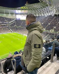 Football Casual Clothing, Football Casuals, Adidas Classic Shoes, Stone Island Clothing, Italian Outfits, Green Street, Hair And Beard Styles, Canada Goose Jackets, Liverpool