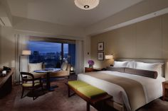 Palace Hotel Tokyo : Tokio, Japón : The Leading Hotels of the World Japanese Inspired Bedroom, Tokyo Hotels, Leading Hotels, Palace Hotel, Elle Decor, Hotel Reviews, Best Hotels, Interior Design, Furniture