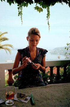 Kate Moss mixing cards