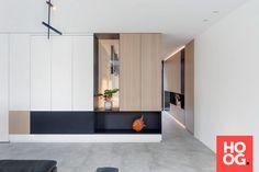 Villaproject Herk-de-Stad - Hoog ■ Exclusieve woon- en tuin inspiratie. Grey Flooring, House 2, Foyer, Minimalism, This Is Us, Villa, Shelves, Interior Design, Furniture