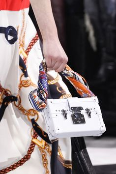 Louis Vuitton Fall 2016 Ready-to-Wear Accessories Photos - Vogue