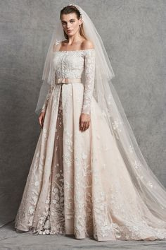 Discover the most beautiful wedding dresses from the collection of wedding dresses. the perfect wedding dress is easy to find with these models. Unique, elegant and beautiful wedding dresses. Find Your Dream wedding dress. Wedding Dress Sleeves, Long Sleeve Wedding, Modest Wedding Dresses, Elegant Wedding Dress, Perfect Wedding Dress, Country Wedding Dresses, Bridal Dresses, Wedding Gowns, Ivory Dresses