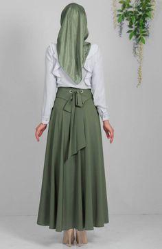 Kuşaklı Verev Etek (Arka) - Tesettür Etek - Yeşil Modesty Fashion, Abaya Fashion, Fashion Outfits, Casual Formal Dresses, Modest Dresses, Islamic Fashion, Muslim Fashion, Modele Hijab, Outfit Look