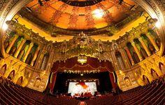 Os Cinemas Mais Originais do Mundo - Fox Theater, Detroit, MI Amazing Architecture, Architecture Details, Orange Cinema, Architecture Romaine, Studio Disney, Capital Of Hungary, Ill Fly Away, Bon Film, Concert Hall