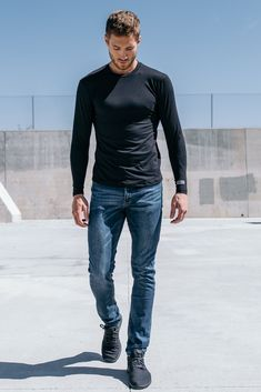 Havok Long Sleeve in Pitch Black is part of Men sweater Engineered from spaceage fabrics, it& the softest, lightest, and most breathable shirt you will ever own - Jeans And T Shirt Outfit, Vest Outfits, Modern Mens Fashion, Men's Fashion, Jogging, European Men, Sexy Jeans, Skinny Jeans, Character Outfits
