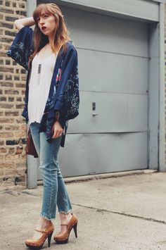 Gorgeous spring look featuring a kimono and distressed denim. #spring #boho
