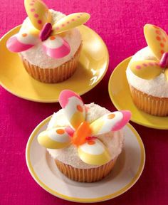 These Butterfly Cupcakes are a Tasty Way to Welcome Spring #desserts trendhunter.com