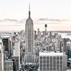 Меня вдохновляют красивые уголки нашего мира. Каждую неделю меня вдохновляет новый город✨Сейчас это Нью-Йорк🏙  А где ты ищешь свое вдохновение? 😌