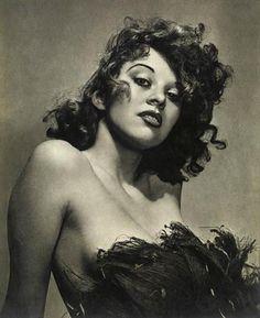 © William Mortensen -Wind Blown, 1930s  [http://lapetitemelancolie.wordpress.com/category/photographes/william-mortensen/]