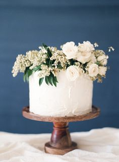 Simple Wedding Cake with an Organic Floral Topper | Heather Nan Photography | http://heyweddinglady.com/bohemian-coastal-wedding-palette-cobalt-blue-fuchsia-pink/