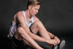 """Zum Abschluss des """"Audiografie""""-Projektes darf ich heute Marco Kern vorstellen. Der Langstreckenläufer war ebenfalls letztes Jahr bei mir im Studio und hat mich bei meinem Projekt unterstützt. Marco Kern im Gespräch Da meine Frau zur Zeit des Projektes Marco im Athletiktraining begleitet hat, kannte ich Marco ein bisschen. #Athlet #Audiografie #BildmitTon #Fotoshooting #Interview #Portraits #Projekt Interview, Swimwear, Portraits, Studio, Blog, Cross Country Running, First Marathon, Half Marathons, My Wife"""