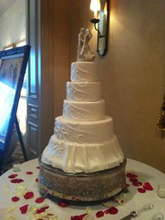 This wedding cake really has the WOW factor!