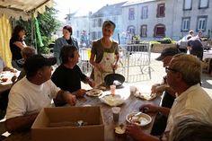 Fête de la #Charcuterie 2013 à #Lacaune les bains. Déjeuner aux #tindelous. http://www.tourisme-montsdelacaune.com