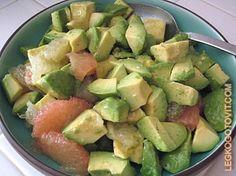 Пикантный салат из авокадо и грейпфрута