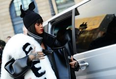 Tommy Ton Shoots Street Style at the Fall 2014 Fashion Shows. Nobody does Easter like Rihanna. Dope Fashion, Cool Street Fashion, Street Chic, Fashion Show, Street Wear, Fashion Tips, Net Fashion, Style Fashion, Mode Rihanna