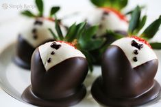 13 Romantic Recipes for a Date Night In | SimplyRecipes.com Tuxedo Strawberries, Chocolate Dipped Strawberries, Wedding Strawberries, Strawberry Dip, Strawberry Recipes, How To Make Chocolate, White Chocolate, Chocolate Food, Chocolate Chocolate