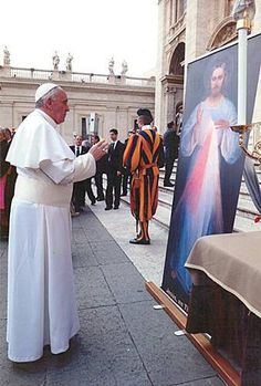 Pope Francis in front of the Holy Image of Divine It's important to spend time alone ♡ ♥ X ღɱɧღ