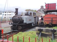 Fresh from a major overhaul and still in works grey livery, the Ffestiniog Railway's Double Fairlie DAVID LLOYD GEORGE stands at the coaling stage at Porthmadog Harbour Station. Heritage Railway, Steam Engine, Steam Locomotive, Water Tank, Gauges, Exterior Design, Tractors, Miniature, Engineering