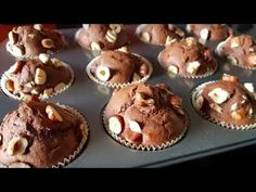 Muffins au chocolat très léger et facile à faire - YouTube Mini Desserts, Muffins, Nutella, Christmas Goodies, Cocoa, Cupcakes, Make It Yourself, Cooking, Breakfast