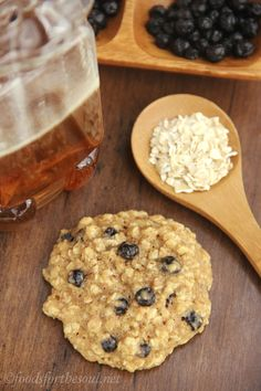 Clean-Eating Blueberry Oatmeal Cookies -- these skinny cookies don't taste healthy at all! You'll never need another oatmeal cookie recipe a...