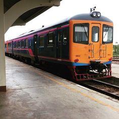Hoping aboard the Vientiane -Bangkok night train... now that's something you don't do everyday! Coming soon on the blog #vientiane #laos #bangkok #thailand #travel #train #holidays #family #kids #trains #life #adventure #asia #instafun #instatravel   Eat Drink Laos http://eatdrinklaos.com