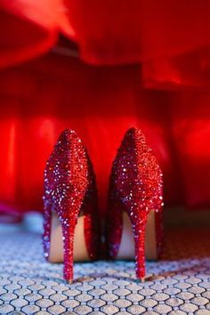 red wedding shoes that could pull together a red bonnet and grey dress. So shiny and eye catching, I can not wait to see the look in your eyes