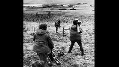 Militares argentinos de la Compañía 601 toman su posición en el estrecho de San Carlos. Mayo de 1982