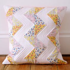"""Tutorial for making this chevron quilted pillow 18"""" x 18""""   (18 solid and 18 printed 3 7/8"""" squares)"""