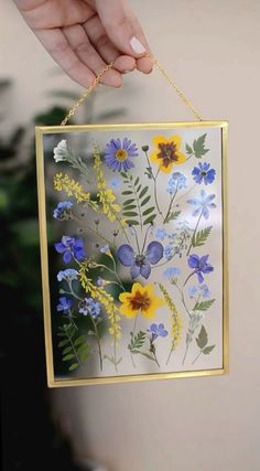 PRESSED FLOWER ART- Press flowers in 3 minutes - Mother's day gift ideas - Mmuttertagother's day craft ideas Pressed Flowers Frame, Pressed Flower Art, Flower Frame, Pressed Leaves, Frame With Flowers, Diy Resin Art, Diy Resin Crafts, Diy Art, Stick Crafts