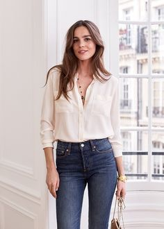 how to wear High Waisted Jeans are the go-to look for most women nowadays. Being a versatile outfit here are a few style tips on how to wear high waisted jeans. Mode Outfits, Jean Outfits, Casual Outfits, Fashion Outfits, Office Outfits, Fashion Clothes, How To Wear High Waisted Jeans, High Waist Jeans, High Waisted Jeans Outfits