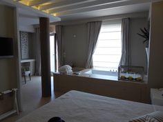 """Camera di """"Hotel Covo dei Saraceni"""", Polignano a Mare, Puglia Italia (Luglio)"""