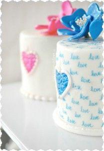 Red Velvet .... ♥♥ .... Love Note Mini Cakes & Heart Flowers