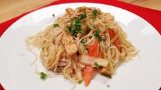Opekané čínske ryžové rezance Nasi Goreng, Spaghetti, Ethnic Recipes, Food, Essen, Meals, Yemek, Noodle, Eten