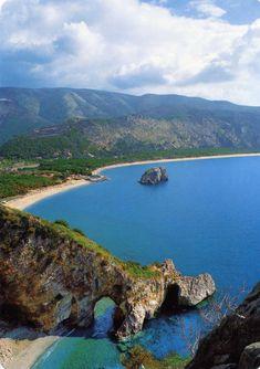 Palinuro, Costa del Cilento, Italy Palinuro ist ein italienischer Küstenort im Cilento in Kampanien Italien. Küsten mit Felsen azurblauem Meer, schönen Stränden