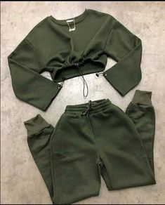 Cute Lazy Outfits, Teenage Outfits, Sporty Outfits, Swag Outfits, Stylish Outfits, Girls Fashion Clothes, Winter Fashion Outfits, Cute Sweatpants, Aesthetic Clothes