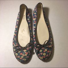Marc Jacobs Ballet Flats Spring Floral Bow 6.5 Beautiful Designer shoes, in very good condition with only little wear from previous usage. Marc by Marc Jacobs Shoes Flats & Loafers