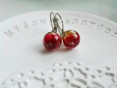 Unique Gift for Mom. Red Rose Resin Globe Earrings. Nature ispired jewellery crimson flower pendants anniversary love gift for her wife by MyJewelsGarden Resin Real Flowers Jewellery Made in Italy by Myjewelsgarden