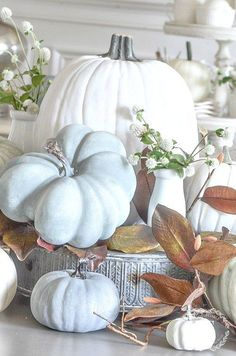 Fall Home Tour. Fall is the perfect time to decorate your home in the softer colors of fall. Lots of home decor ideas Thanksgiving Decorations, Seasonal Decor, Holiday Decor, Table Decorations, Thanksgiving Table, Centerpieces, Autumn Decorating, Decorating On A Budget, Decorating Games