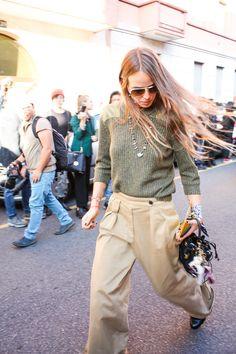 Anna Dello Russo wearing pilot flash lenses #sunglasses #MFW15  http://www.smartbuyglasses.co.uk/designer-sunglasses/general/-Unisex-Pilot--Gold-Yellow------------------