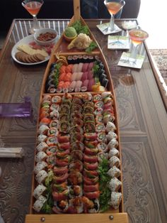 A sushi lovers, dream Partyyy! I Love Food, Good Food, Yummy Food, Sushi Co, Sushi Platter, Asian Recipes, Healthy Recipes, Sushi Party, Sushi Recipes