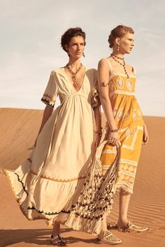 Zara unveils its Spring-Summer 2019 Collection campaign spotlighting new limited-edition styles. The Spanish fashion brand enlists rising stars Nora Attal… Zara Fashion, Boho Fashion, High Fashion, Womens Fashion, Fashion Design, Ladies Fashion, Style Fashion, Fashion 2020, Fashion Week