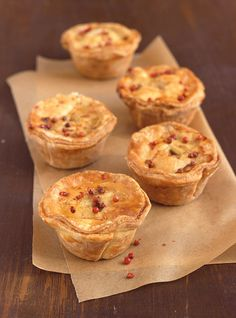 Ricardo's recipe for Mini Meat Pies will have you singing for more. Mini Pie Recipes, Wine Recipes, Curry Recipes, Meat Appetizers, Holiday Appetizers, A Food, Good Food, Food And Drink, Tortiere Recipe
