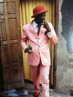 L'homme au costume rose du livre « Afro, une célébration » - dailyELLE