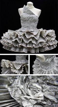Jolis Paons, Paper Dress.