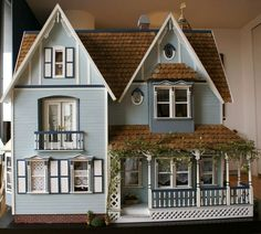 nicely finished dollhouse with lots of trim and detailed touches    #dollhouse #miniatures