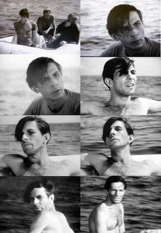 SEXYYYYYY Leonard Nemoy. Avec d'autres gens dans un radeau... dans la série Lloyd Bridges Sea Hunt (1958) // https://trekkerscrapbook.com/tag/young/